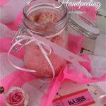 Zum Geburtstag, zu Weihnachten, zum Valentinstag oder als Muttertagsgeschenk basteln: Zucker Handpeeling ist eine schnelles, selbstgemachtes Geschenk aus der Küche | Dee's Küche