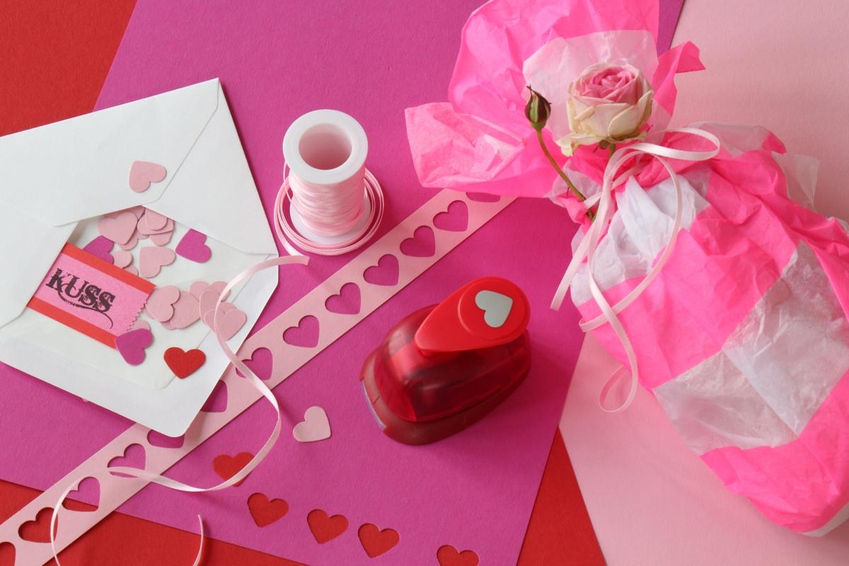 Zum Geburtstag, zu Weihnachten, zum Valentinstag oder als Muttertagsgeschenk basteln: Zucker-Handpeeling ist eine schnelles, selbstgemachtes Geschenk aus der Küche | Dee's Küche