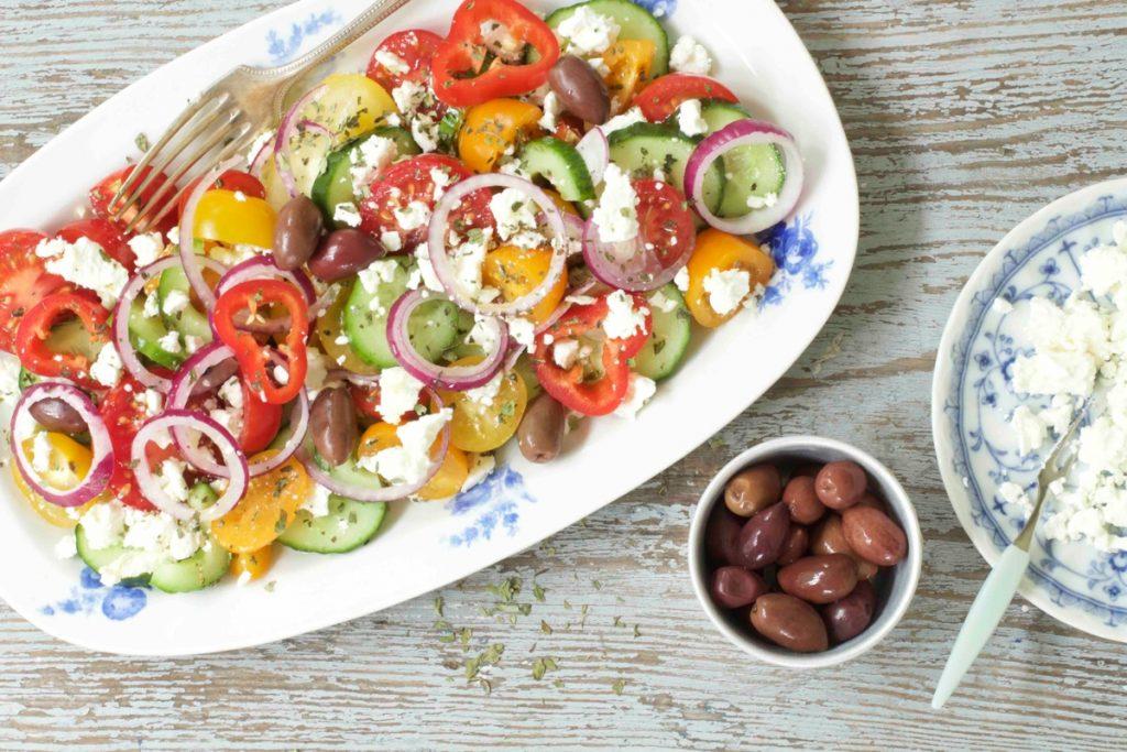 griechischer salat mit schafsk se dee 39 s k che. Black Bedroom Furniture Sets. Home Design Ideas