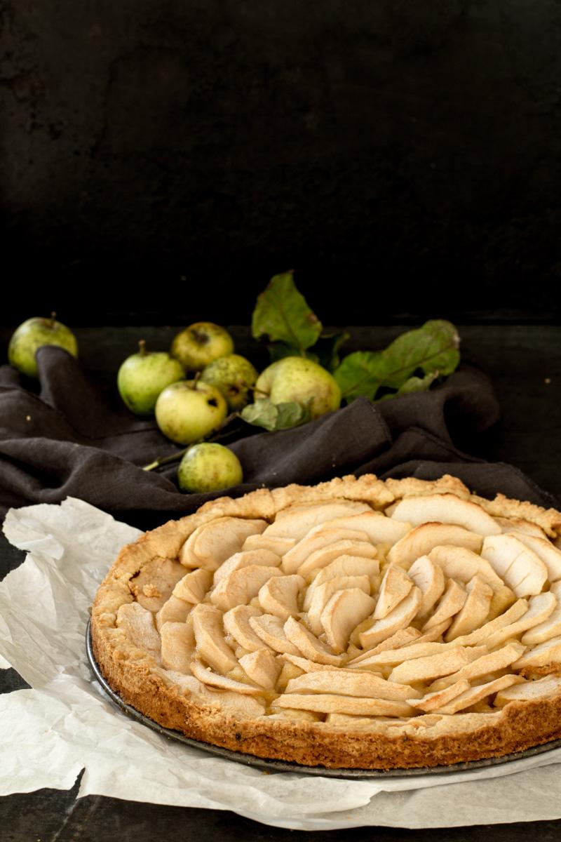 Apfelkuchen schmeckt lauwarm mit Vanilleeis
