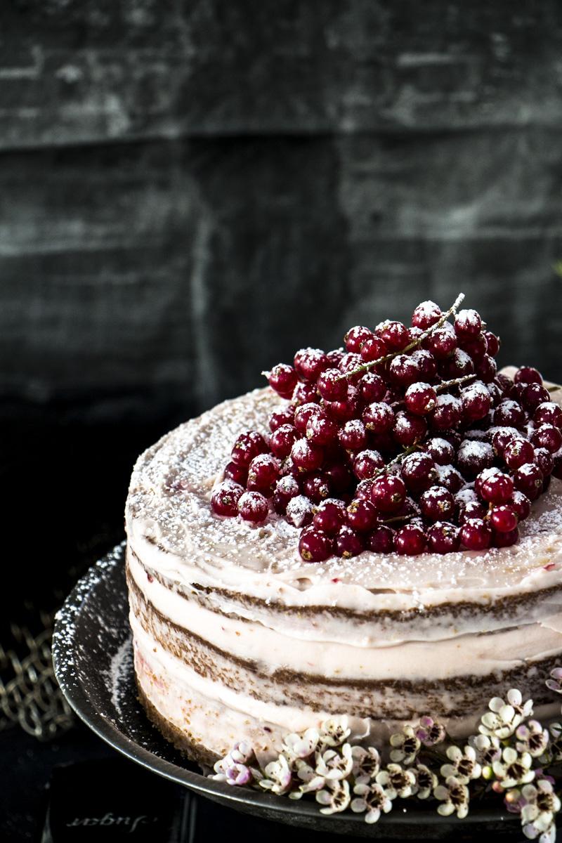 Halbnackte Torte mit Johannisbeeren