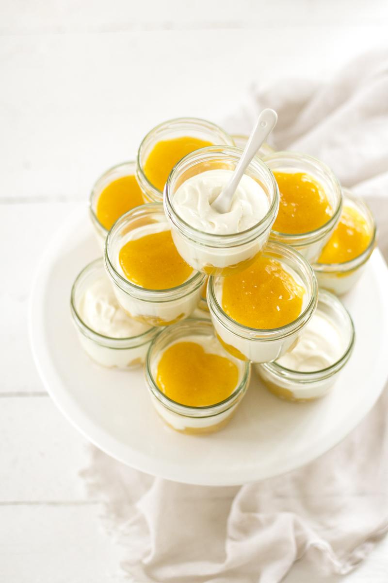Solero-Dessert: dieses Pfirsich-Maracuja-Dessert mit Joghurt ist ganz einfach zuzubereiten, extrem lecker und auch gut für viele Personen zuzubereiten
