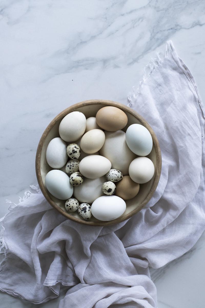 Eierlikör mit Sahne, Vanille und Wodka ganz einfach selber machen : Klassiker zu Ostern #ostern # eggnogg #eierlikör #geschenkeausderküche #rezepte