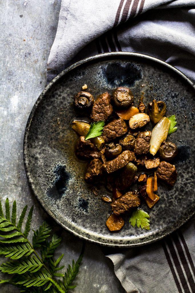Boeuf Bourguignon: langsam in Rotwein geschmortes Rindfleisch - so einfach geht's