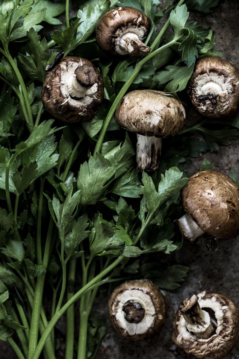 Pilze und Petersilie: Zutaten für Boeuf Bourguignon