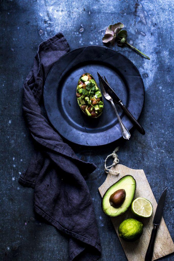 Lachstatar mit Avocado ist schnell gemacht, läßt sich gut vorbereiten und ist eine ideale Vorspeise für ein Weihnachtsmenue