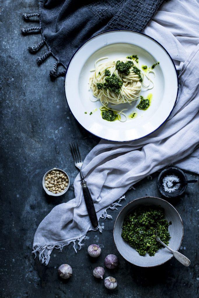 Petersilienpesto schmeckt nicht nur zu Pasta- so einfach geht's! #pasta #pesto #rezept #petersileinpesto #spaghetti