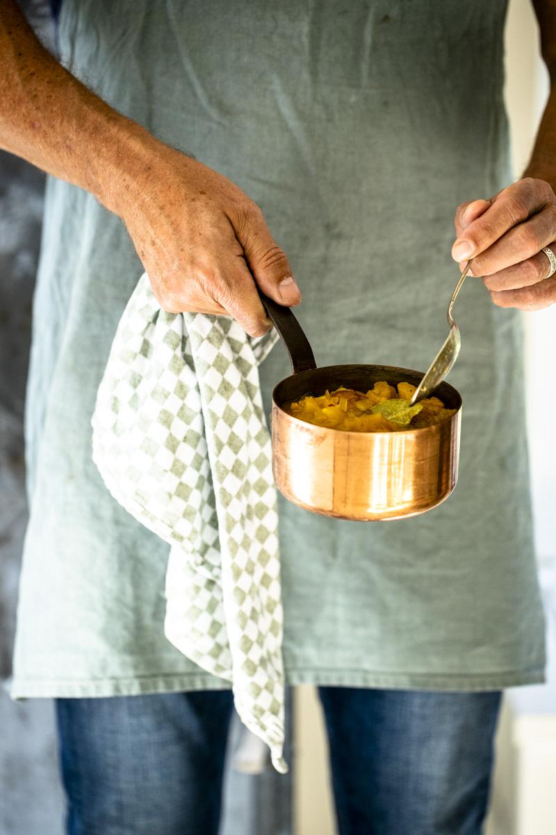 Pfirsich Chutney: schmeckt zur Grill-Saison genauso gut wie im Winter zu Fondue oder Raclette #werbung #chutney #grillsaucen #fondue #Pfirsich