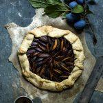 Zwetschgengalette mit Zimt und Zucker #pflauemenkuchen #zwetschgenkuchen #backen #rezept