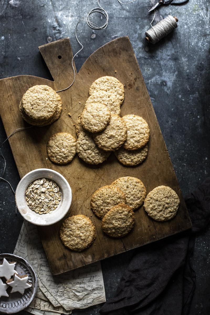 Schwedische Haferkekse: Havreflarn #haferkekse #weihnachtsbäckerei #kekse #plätzchen #haferkekse #havreflarn