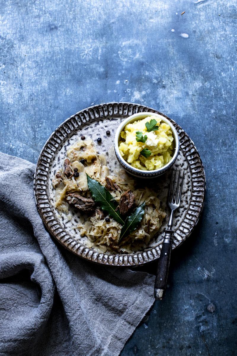 Szegediner Gulasch mit Sauerkraut - so einfach geht's #Krautfleisch #Gulasch #Winterküche #eintopf