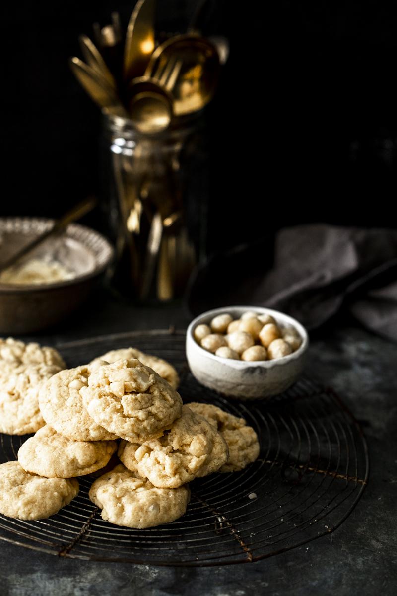 Macadamia Kekse mit weißer Schokolade - so einfach, so gut! #backen #plätzchen #weihnachtsplätzchen #cookies #macadamiacookies