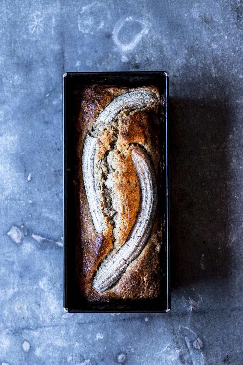 Bananenbrot mit Schmand - so einfach geht's #bananenbrot #bananabread #kuchen #backen #banane #brot #saftig #rezept #einfach #gesund #bananenkuchen