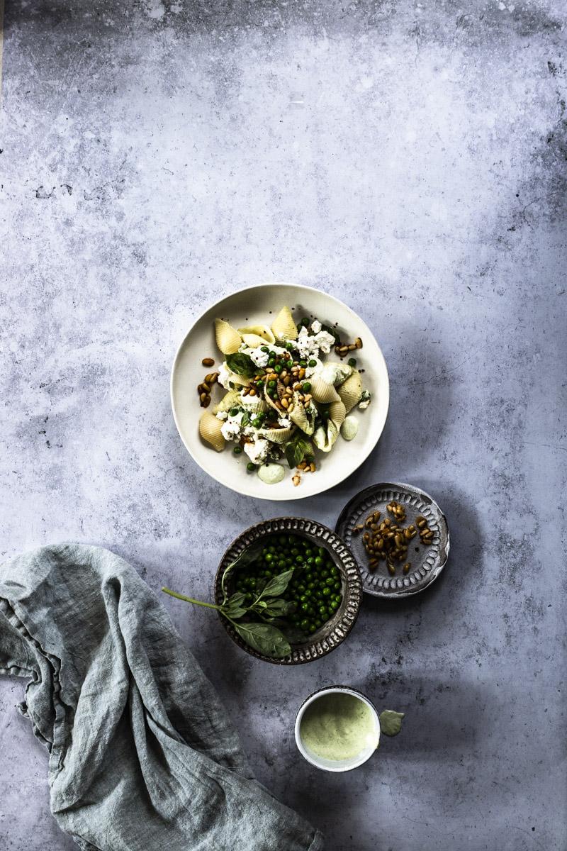 Conchiglie mit Joghurt, Erbsen und Schafskäse #pasta #einfach #rezept #vegetarisch