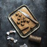 weiche Karamell Bonbons ganz einfach selber machen #Karamell #toffee #weichekaramellen #Fudge #einfach #rezept #geschenkausderküche #diygeschenk #muttertag #ostern #weihnachten