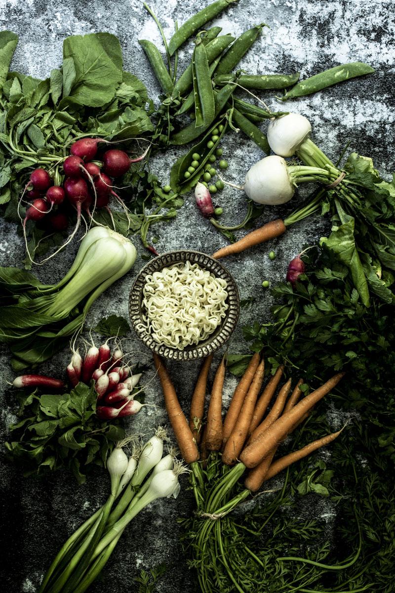 Gebratene Asia-Nudeln mit Gemüse: einfach, lecker und in 20 Minuten auf dem Tisch #asianudeln #einfach #vegetarisch #schnell #gebraten #erdnuss #gesund #garnelen #rindfleisch #