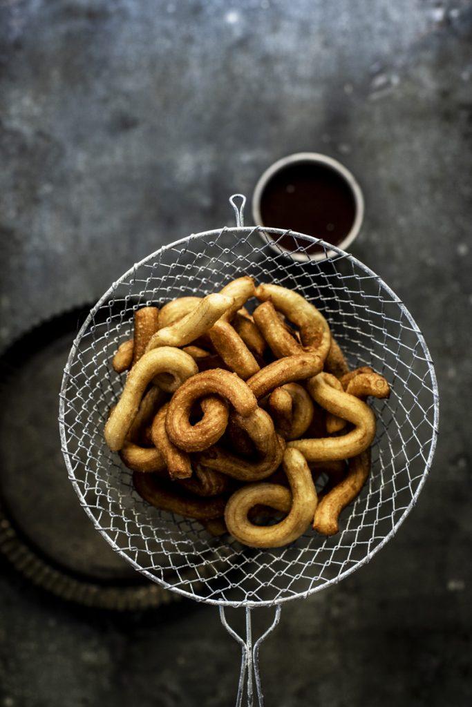 Churros Rezept ganz einfach selber backen #churros #brandteig #zimtzucker #rezept #einfach #backen #frittieren #gebäck #spanischerezepte