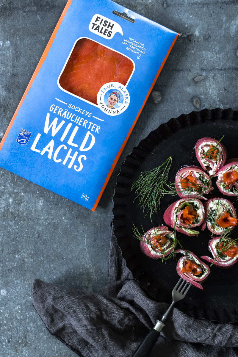 Rote-Bete-Pfannkuchenröllchen mit Lachs - so einfach geht's! #pfannkuchen#rotebete #pfannkuchenmitlachs #lachsgerichte #rezepte #einfacherezepte #meerrettich