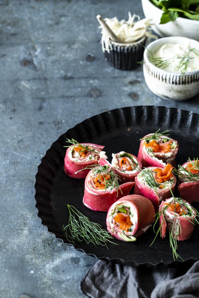 Rote-Bete-Pfannkuchen mit Lachs - so einfach geht's! #pfannkuchen#rotebete #pfannkuchenmitlachs #lachsgerichte #rezepte #einfacherezepte #meerrettich