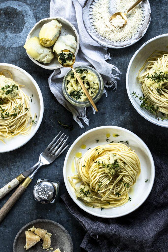 Artischockenpesto ist eine einfache und leckere Alternative zu Basilikumpesto - so einfach geht's #pesto #pasta #pestorezept #rezept #artischocken #basilikumpesto #bärlauchpesto #pestorosso #nudelnmitpesto