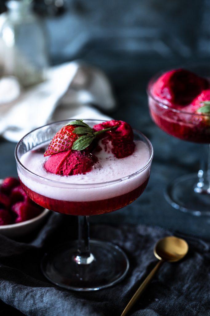 Himbeersorbet: einfach & lecker #dessert #sorbet #himbeersorbet #ohneeismaschine #weihnachten #silvester #zitrone #himbeer #sekt #champagner #erdbeer