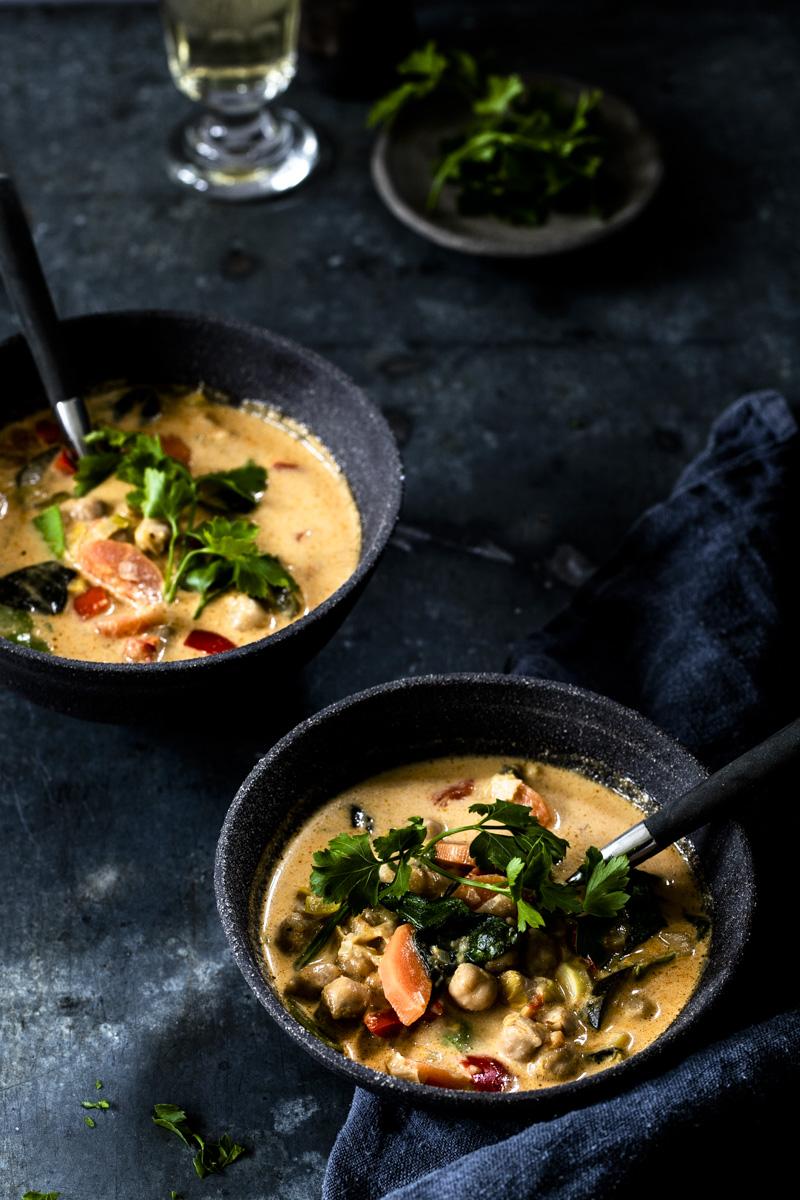 Kichererbsen Curry- einfach, günstig und extrem lecker! #curry #kichererbsen #vegetarisch #kicherersencurry #tomkhagai #rezepte #einfach #onepot #eintopf