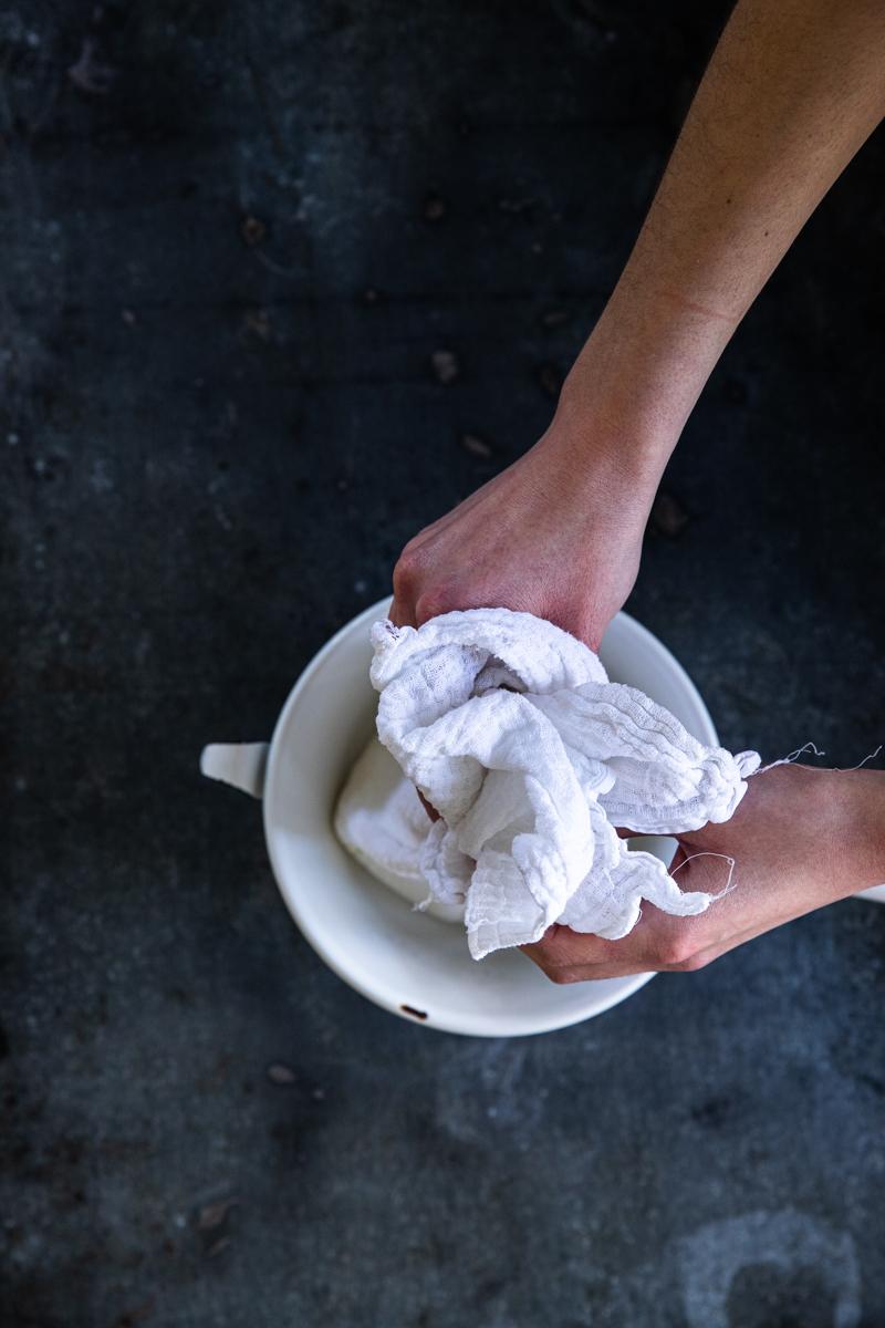Rezept für Labneh - selbst gemachter Frischkäse aus Joghurt- so einfach geht's #rezept #labneh #frischkäseselbermachen #einfach