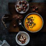 Einfache Kürbissuppe mit Kokosmilch und Ingwer in 25 Minuten