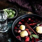 Holunderbeersuppe mit Grießklöschen und Apfelstückchen -einfaches Rezept! #Holunder #Holunderbeersuppe #fleiderbeeren #fliederbeersuppe