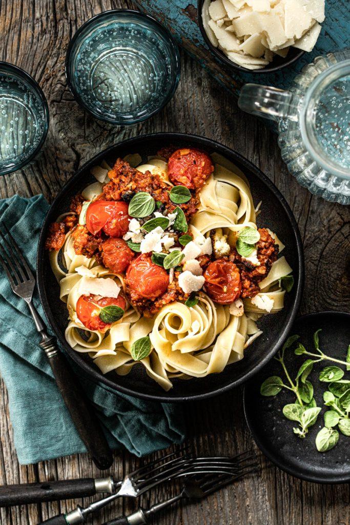 Blumenkohl Bolognese - vegan, schnell, einfach, lecker und die perfekte fleischlose Alternative zum Klassiker - so geht's