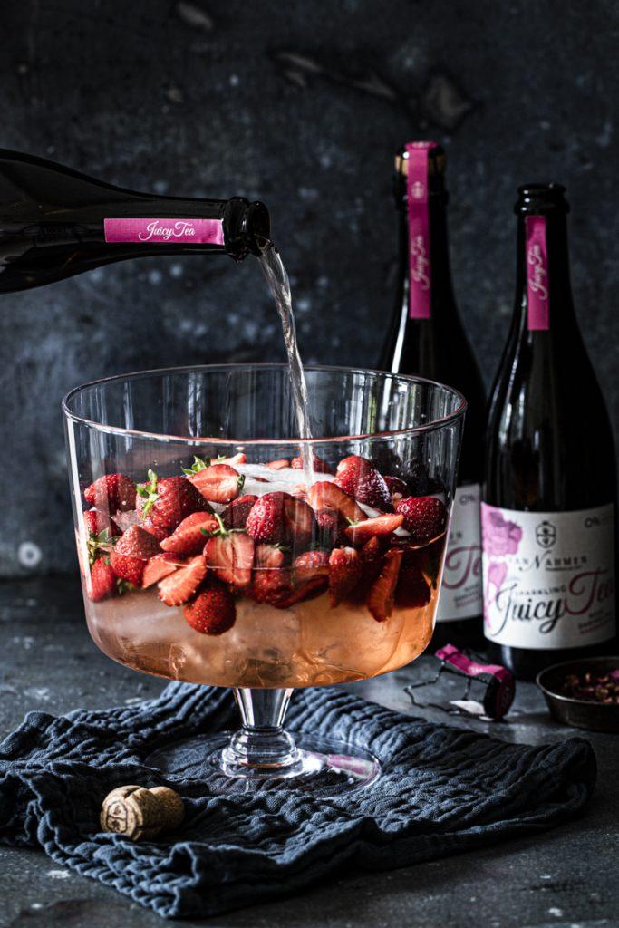 Alkoholfreie Erdbeerbowle mit frischen Erdbeeren #Kinderbowle alkohofrei #Omaserdbeerbowle #saftbowle