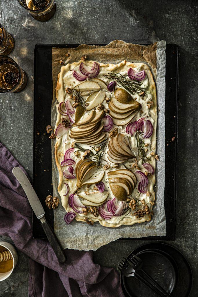 Flammkuchen mit Birne und Ziegenkäse - so einfach geht's 'ohenhefe #vegetarsicherezepte
